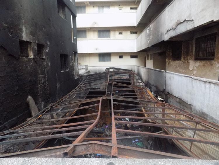 تشرد 75 عائلة بعد حريق «قيسارية ألزاس» في البيضاء