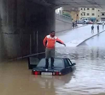 رواد مواقع التواصل الاجتماعي يسخرون من الأزمي عقب مخلفات الأمطار الأخيرة بفاس