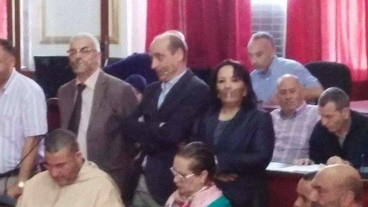 معارضون بمجلس تطوان يكممون أفواههم احتجاجا على غياب الديمقراطية