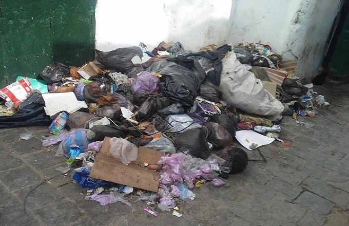 سكان بالمضيق يشتكون تردي خدمات قطاع النظافة وغياب الحاويات