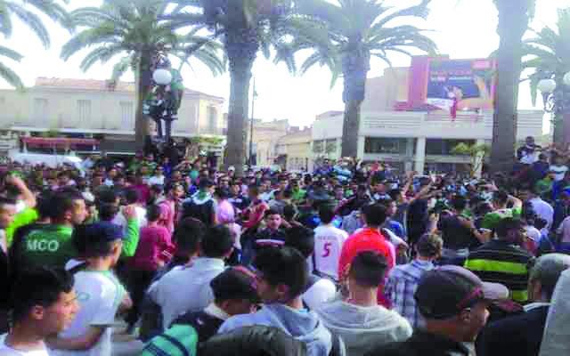 احتجاجات جماهير المولودية الوجدية تتواصل ضد بنسارية