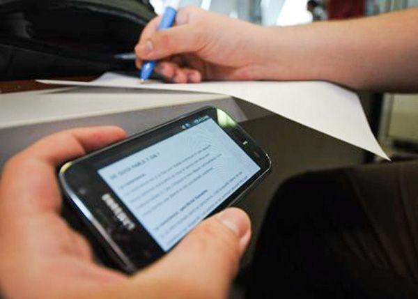 رصد 40 حالة غش باستعمال الهواتف في امتحانات الباكالوريا بطنجة