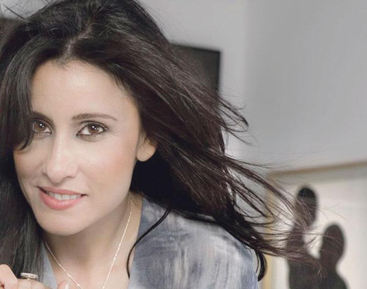 الممثلة أسماء الخمليشي تجرب الغناء