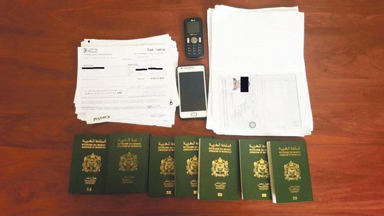 تفكيك عصابة بسلا توهم الشباب بالهجرة إلى الخارج وتبيع عقودا مزورة بـ12000 درهم