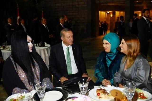 مائدة الإفطار تجمع كل من أردوغان وأشهر المتحولين جنسيا