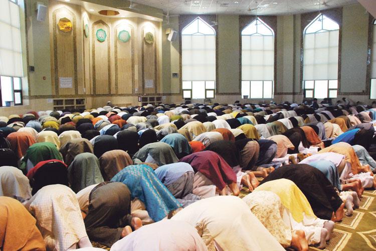 """إمام """"يترمضن"""" داخل مسجد قبل صلاة التراويح بسيدي سليمان"""