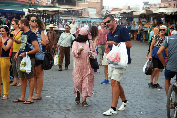 هكذا تتم عملية النصب على السياح الأجانب بمدن مغربية
