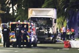 وفاة 84 شخصا بنيس دهسا تحت عجلات شاحنة مجنونة وإصابة 100