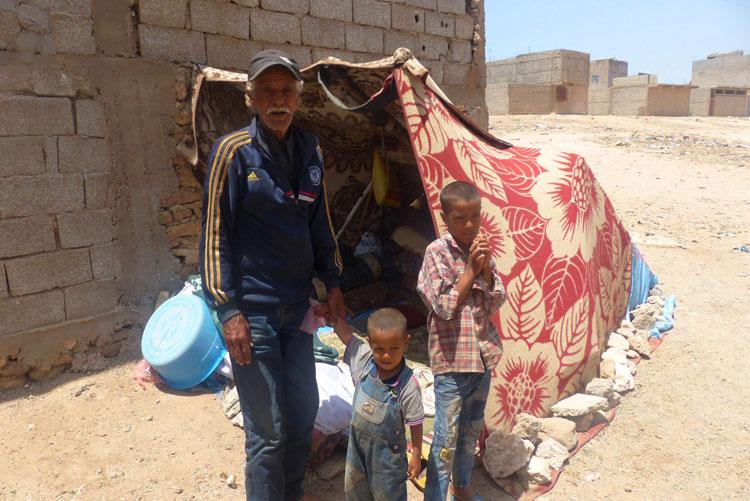 """""""الأخبار"""" تروي قصة شيخ هاجر مع أبنائه فوق حمار من أكادير إلى آسفي"""