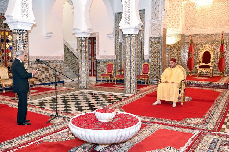 والي بنك المغرب يقدم تقريرا «أسود» حول الوضعية الاقتصادية لحكومة بنكيران