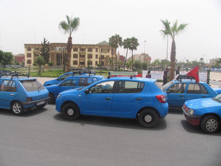 أحكام قضائية تخرج «طاكسيات» برشيد للاحتجاج أمام مقر العمالة