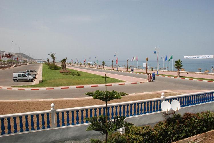 """إلغاء رخصة «مشبوهة» حصل عليها قيادي ب""""البيجيدي"""" لإقامة معرض بشاطئ «واد لاو»"""
