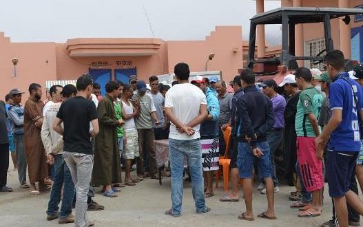 احتجاج 360 بحارا بأكادير بعد إغلاق رئيس تعاونية نقطة تفريغ وتوقيف جرار القوارب