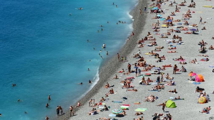 القضاء الفرنسي يلغي منع ارتداء البوركيني بالشواطئ