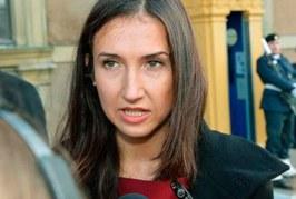 استقالة أول وزيرة مسلمة بالسويد بسبب الكحول