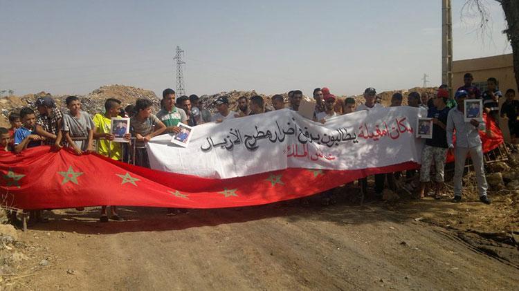 وقفة احتجاجية بأمغيلة ببني ملال للمطالبة بترحيل مطرح للنفايات