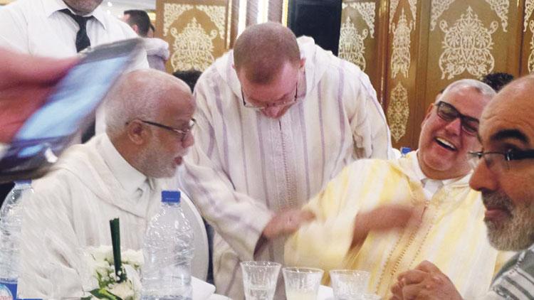بنكيران يظهر في حفل زفاف ضخم لابنة بوليف بطنجة