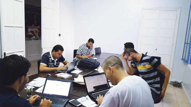 «البيجيدي» يتحدى الداخلية ويفتح مقره بطنجة لتسجيل المواطنين باللوائح الانتخابية