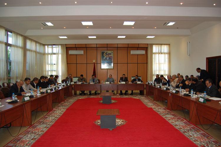 استياء موظفي المجلس الإقليمي بالخميسات من تحويل رواتبهم نحو جيوب المنتخبين