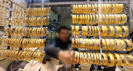 إيقاف مساعد صائغ للذهب متهم بسرقة مجوهرات ونسبتها لموظفي جمارك بفاس