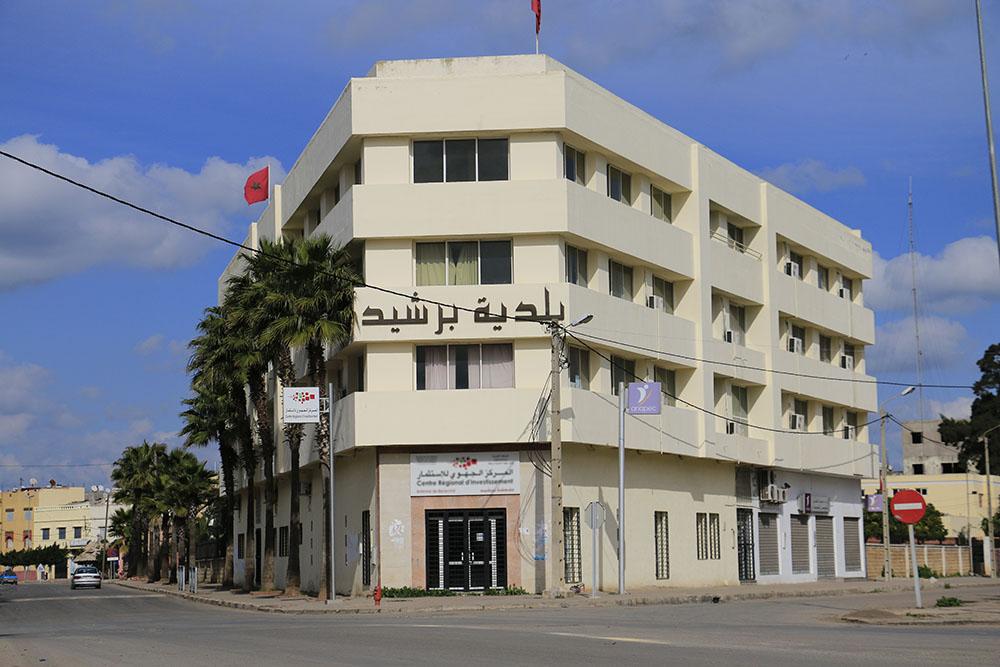 رئيس بلدية برشيد يقول إن المدينة تزود بماء «خانز» ثم يتراجع عن تصريحه