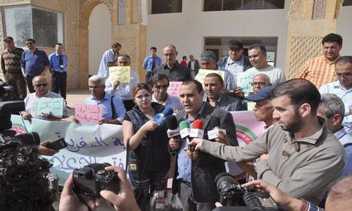 إعلاميون وهيئات حقوقية يتضامنون مع مراسل «الأخبار» بفاس