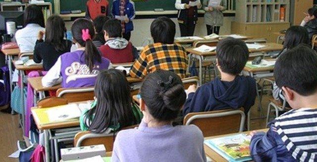 ارتفاع رسوم تأمين التلاميذ يخرج الآباء والأولياء للاحتجاج