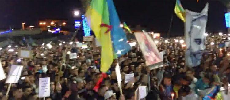 آلاف المتظاهرين في مسيرة الشموع بالحسيمة