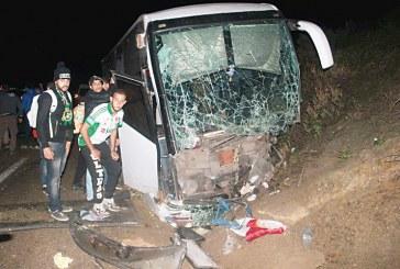 35 جريحا في حادثة سير بين حافلة لمشجعي الرجاء وشاحنة للقوات المساعدة