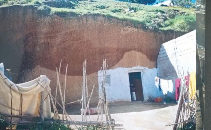 حياة بدائية يعيشها مواطنون داخل كهوف بصفرو والسلطات تعلن حالة الاستنفار لتطويق «الفضيحة»