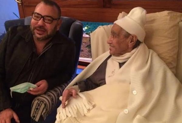 الملك يزور امحمد بوستة بالمستشفى العسكري بالرباط