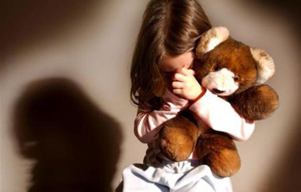أم بطانطان تسمح لخليلها باغتصاب ابنتيها القاصرتين أمام عينيها