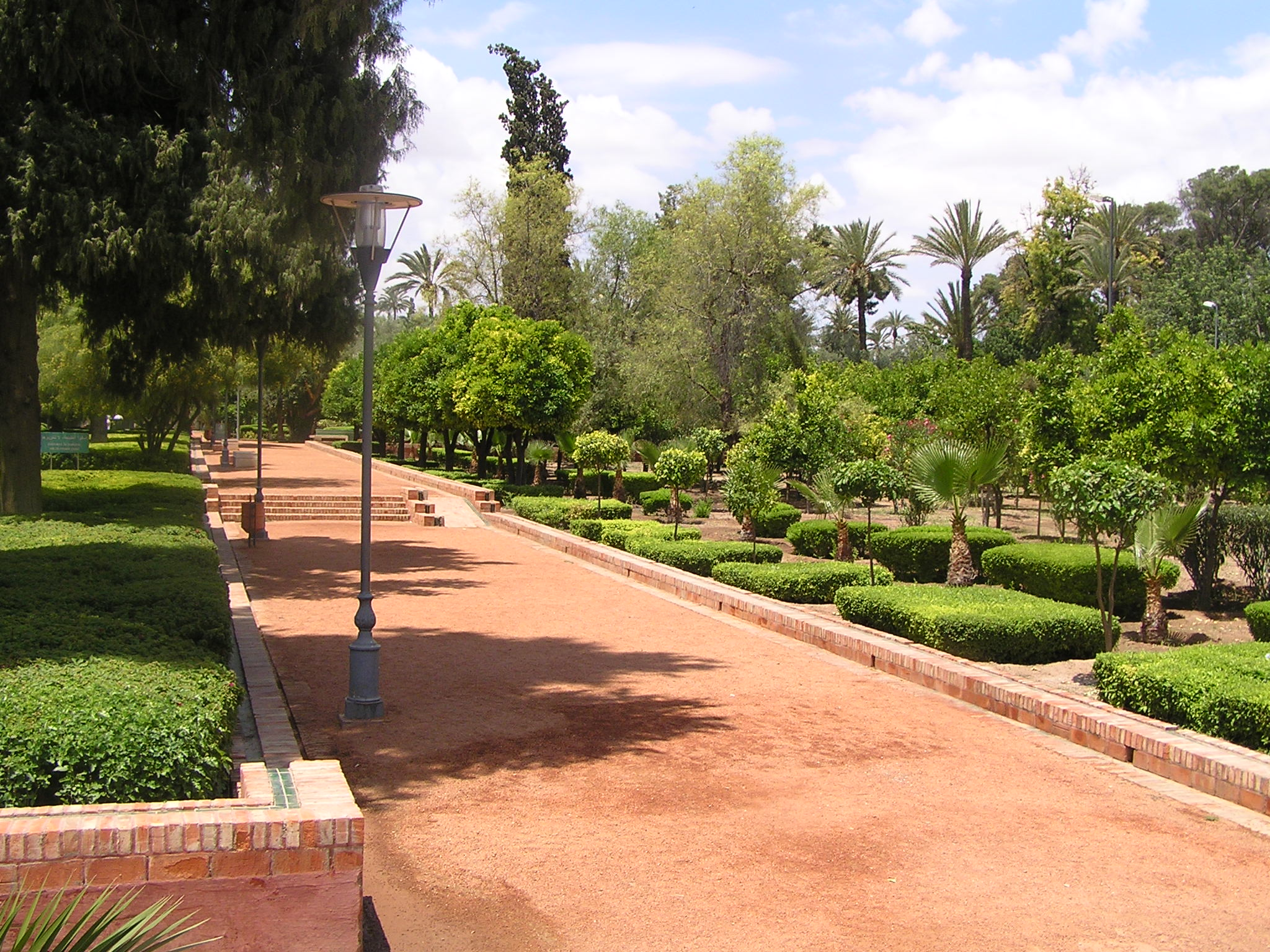 صفقتان لصيانة حدائق مراكش تجاوزت قيمتهما مليارا و600 مليون تثيران جدلا قانونيا