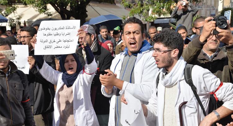 تتكتل نقابات التعليم للاحتجاج إلى جانب الأساتذة المتدربين