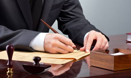 رئيس جماعة بطنجة يستغل دورة لجمع توقيعات ضد «الأخبار» بحثا عن «مصادر» بين الحاضرين