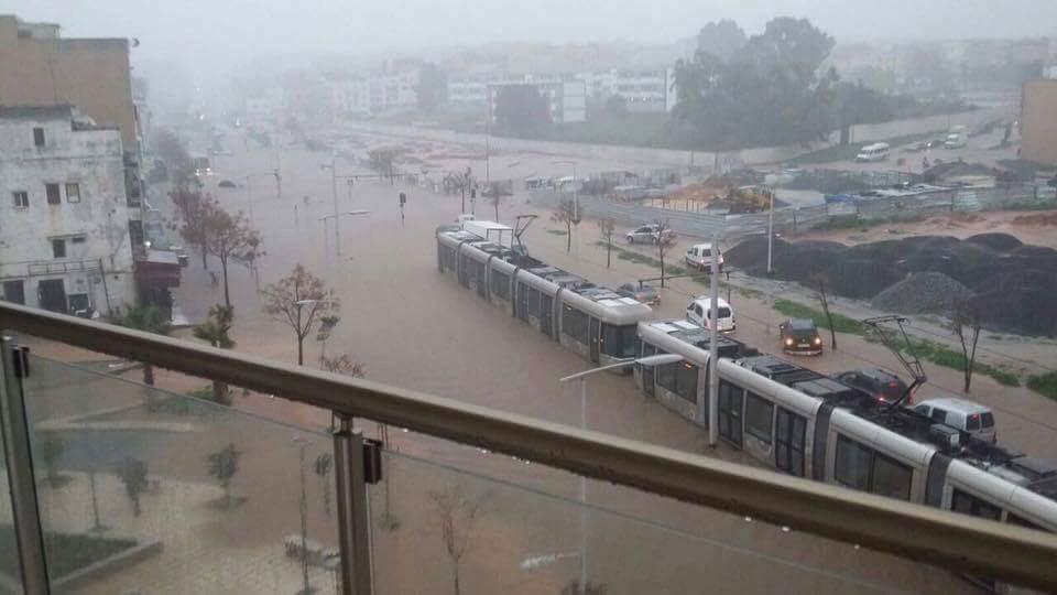الأمطار تغرق الرباط وسلا في الفوضي وتكشف هشاشة البنية التحتية