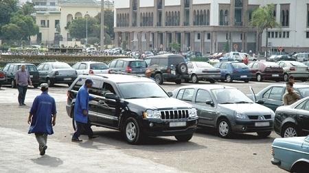 تعليق جلسة فتح أظرفة صفقة مواقف السيارات بالبيضاء بسبب دفتر التحملات