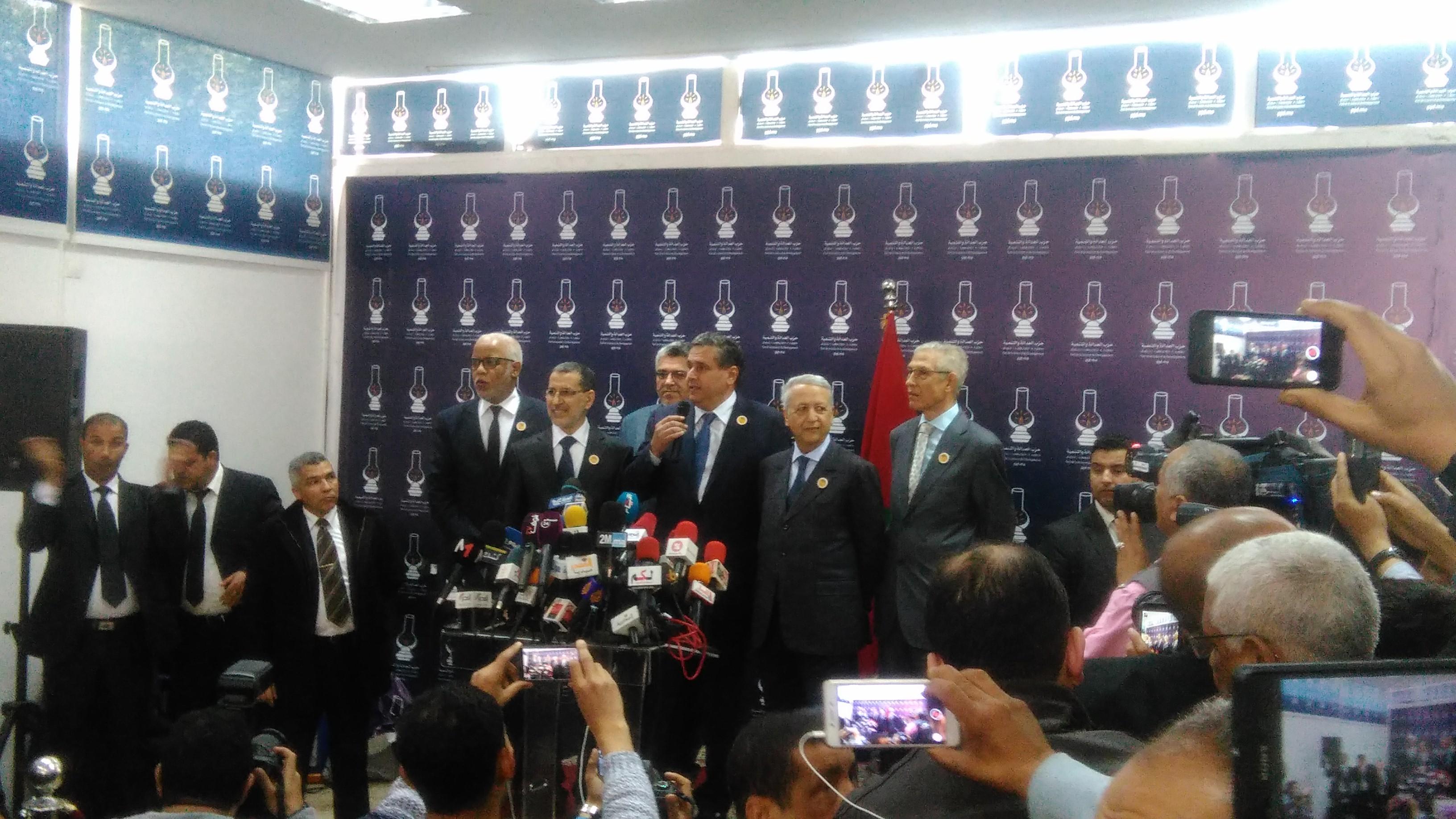 """أخنوش :""""ندعم تشكيل حكومة بقيادة العثماني ونرغب بالمشاركة فيها"""""""