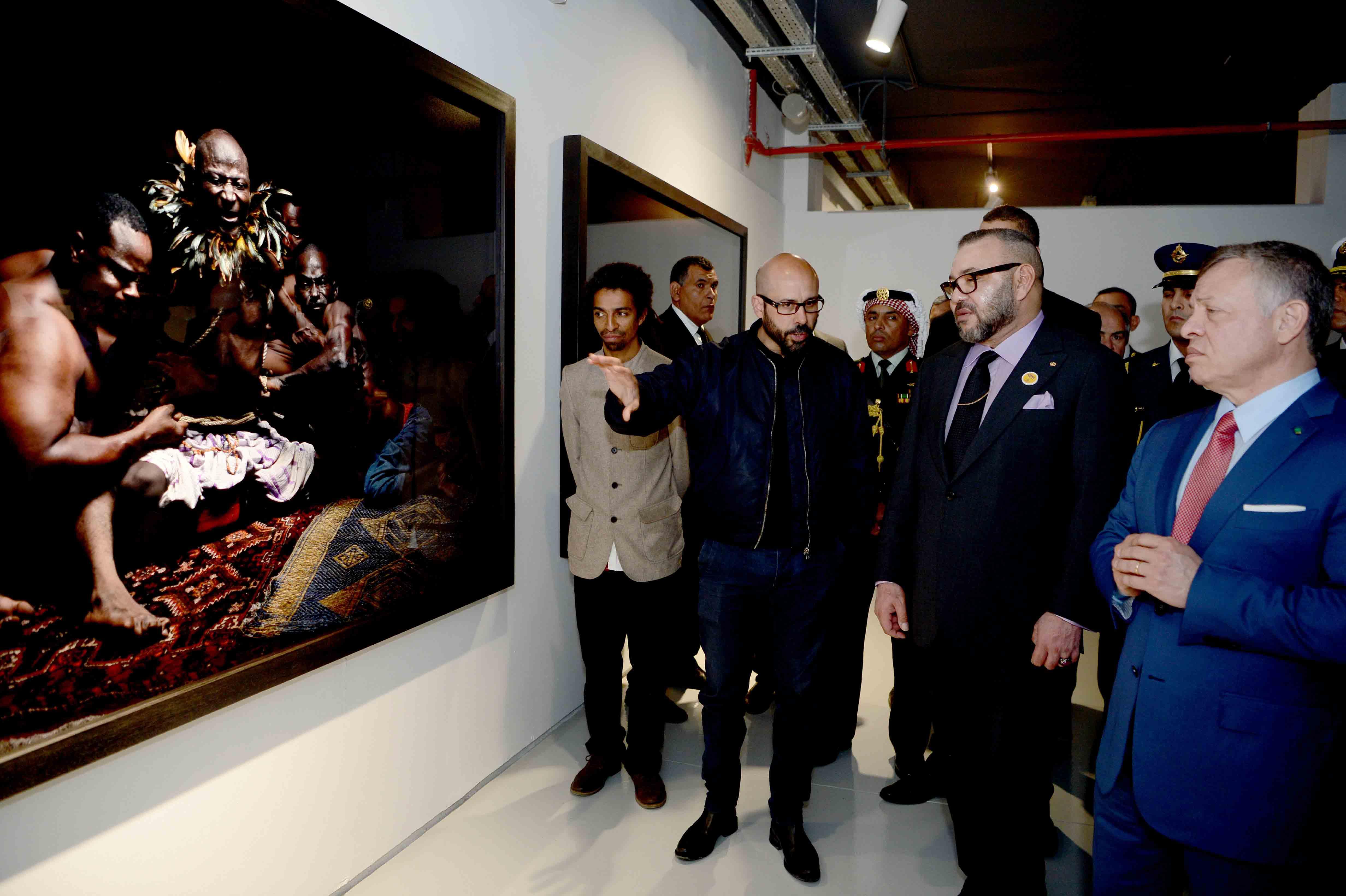 """الملك محمد السادس يدشن معرض """"إشعاع افريقيا من العاصمة"""" رفقة العاهل الأردني"""