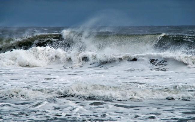 """مديرية الأرصاد : """"خطر ارتفاع الأمواج مزال متواصلا"""""""