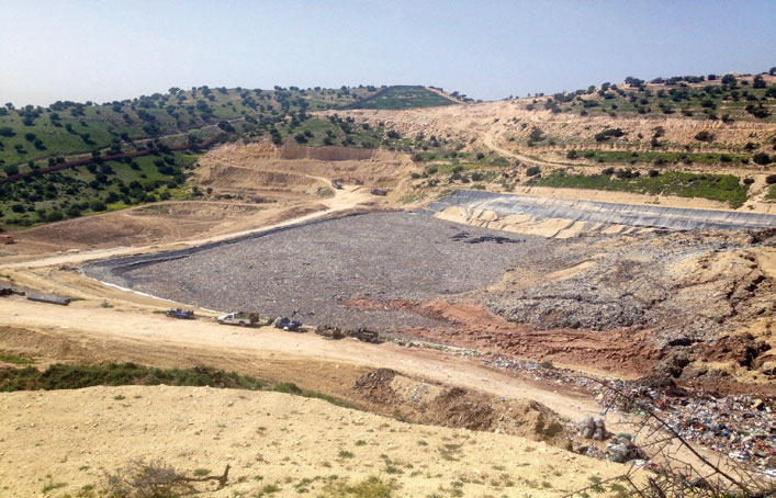 كارثة بيئية تضرب أكادير بعد انهيار 550 ألف طن من النفايات بالمطرح العمومي