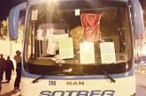 52 معطلا بالعيون يقتحمون حافلة خاصة ويهددون بإحراق أنفسهم ويعتصمون بها إلى الصباح