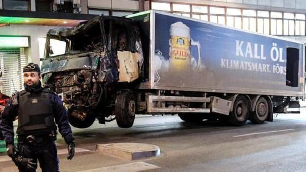 الشرطة السويدية تعتقل منفذ الهجوم بالشاحنة وسط ستوكهولم