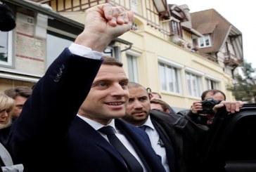 ماكرون يتصدر الدور الأول للانتخابات الفرنسية
