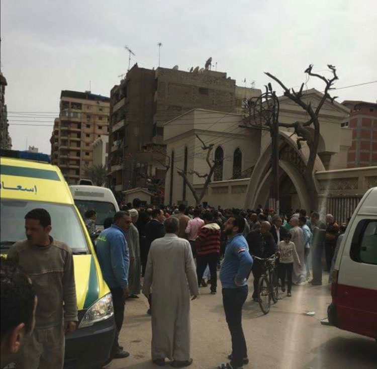 عشرات القتلى في تفجير لكنيسة بالقاهرة