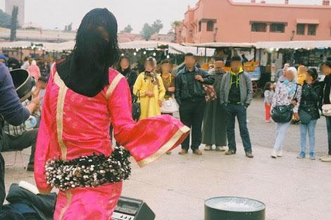 """اعتقال """"حكيمة"""".. أشهر راقص في ساحة جامع الفنا"""