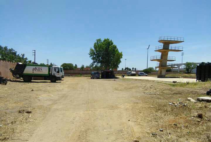 استياء عارم من تحويل المسبح البلدي إلى موقف لركن أسطول شاحنات شركة النظافة بالخميسات
