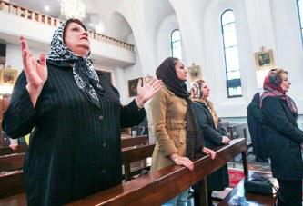 مغاربة يغيرون جلدهم الروحي