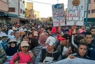 مسيرة حاشدة بآسفي للمطالبة بالشغل والعمدة يرفض الإفراج عن 300 منصب عمل