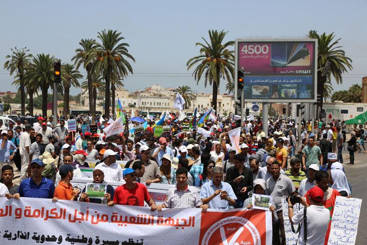 مئات المحتجين يشاركون في مسيرة للدفاع عن المطالب الاجتماعية